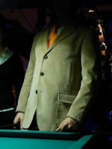 Anonimo in giacca e cravatta
