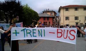 Manifestazione 2 giugno 2012 a Torre pellice contro la soppressione delle tratte poco remunerative